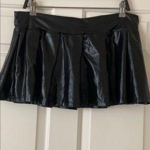 Dresses & Skirts - Pleated black faux leather mini skirt - shiny